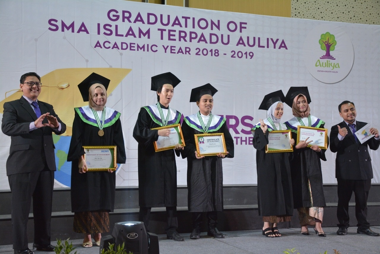 "Graduation SMAIT AULIYA : ""Leaders For The World"""